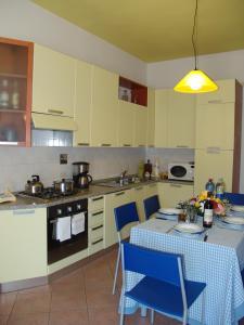 Una cocina o zona de cocina en Green Apartment