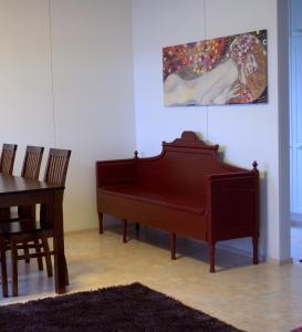 Säng eller sängar i ett rum på Kartanohotelli Saari