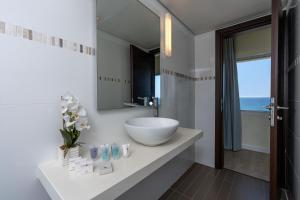 A bathroom at Sharon Hotel Herzliya