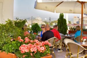 A restaurant or other place to eat at White House Hotel Istanbul