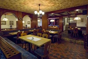 A restaurant or other place to eat at Hotel Schütz