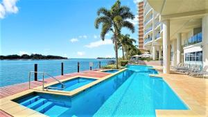 The swimming pool at or near Luxury Waterfront Maroochydore Free Wine Netflix Parking