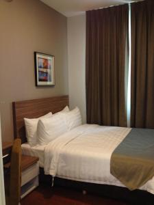 A bed or beds in a room at Senibong Suite 1