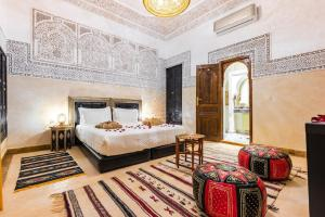 A bed or beds in a room at Riad Medina Art Suite & heated Pool