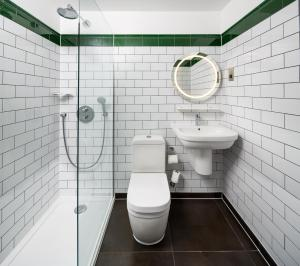 A bathroom at ibis Styles London Gloucester Road