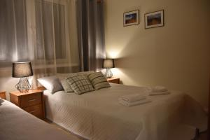 Łóżko lub łóżka w pokoju w obiekcie Apartament na Błoniach