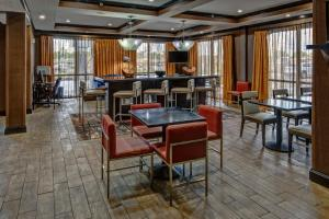 A restaurant or other place to eat at Hampton Inn Tullahoma