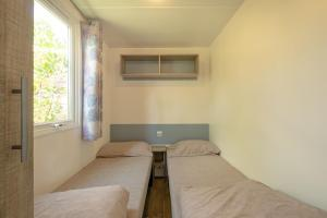 A bed or beds in a room at Marino Mobilhomes