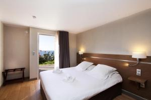 A bed or beds in a room at Paese di Lava, Grand Ajaccio
