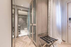A bathroom at Eurostars Puerta Real
