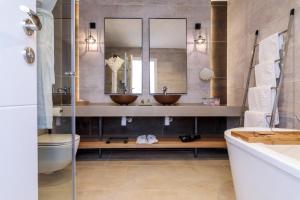 A bathroom at Gordonia Private Hotel