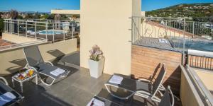 Ein Balkon oder eine Terrasse in der Unterkunft La Bastide de l'Oliveraie