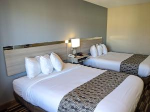 A bed or beds in a room at Microtel Inn Georgetown - Lexington North