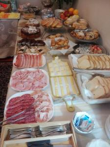 Breakfast options available to guests at Hotel S.Antonio