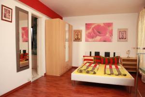 Ein Bett oder Betten in einem Zimmer der Unterkunft Haus Enteresan