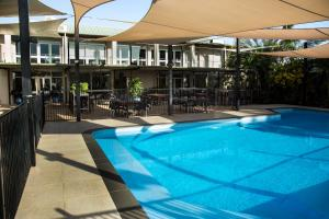 The swimming pool at or near Walkabout Lodge