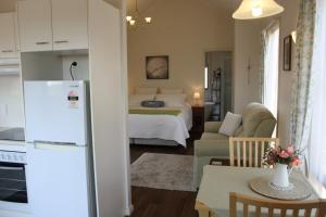 A bed or beds in a room at Grace Cottages