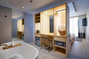 A bathroom at Zara Tower – Luxury Suites and Apartments