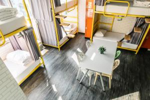 A seating area at Homey Hostel Taipei Main Station