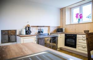 A kitchen or kitchenette at Apartments Arh