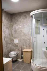 A bathroom at Apartments Arh