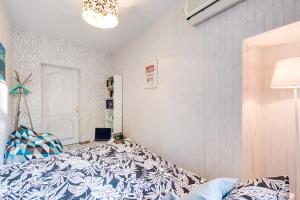 Кровать или кровати в номере Homestel (Taganka) B&B
