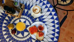 Breakfast options available to guests at Hotel La Mariposa