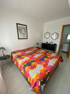 A bed or beds in a room at Vista Panorâmica com piscina