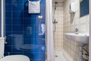A bathroom at Forum Tarragona