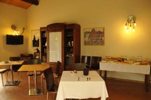 A restaurant or other place to eat at Caterina Residence