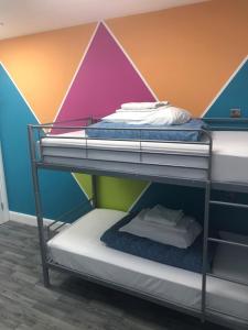 Un ou plusieurs lits superposés dans un hébergement de l'établissement Smart Russell Square Hostel