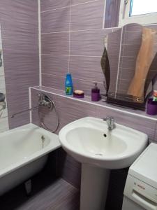 A bathroom at Комнаты в жилом доме по адресу:Ленинградская область, Гатчинский район, деревня Малое Верево, улица, Заречная, дом 10а