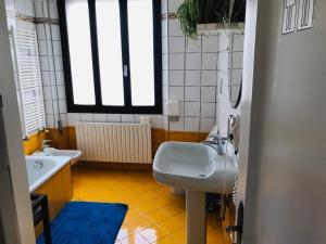 A bathroom at Venice Rainbow Apartment San Marco