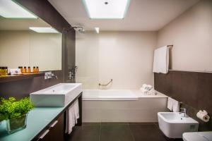 A bathroom at Hotel da Rocha
