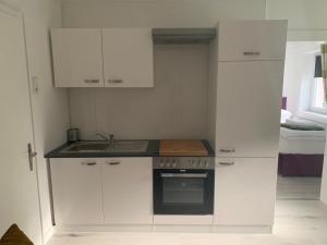 Küche/Küchenzeile in der Unterkunft Feathers Apartments