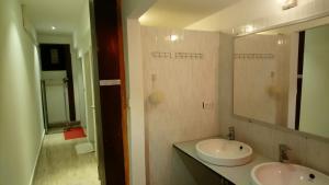 A bathroom at Tony Central Hostel