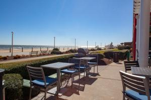 A restaurant or other place to eat at Residence Inn By Marriott Virginia Beach Oceanfront
