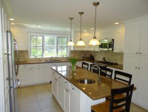 A kitchen or kitchenette at Summer St 17