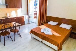 Кровать или кровати в номере Blagodarny Krugly God Aparthotel