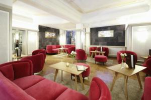 Lounge oder Bar in der Unterkunft Schlosshotel Lacknerhof