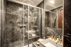 A bathroom at Relais De La Poste