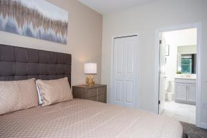 A bed or beds in a room at Stunning 8 Bd w/ Pool Close to Disney 2887