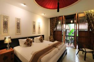 A bed or beds in a room at Tharaburi Resort