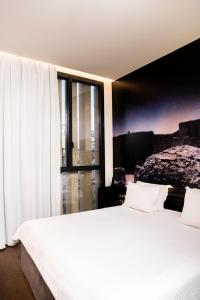 A bed or beds in a room at Aire Hotel & Ancient Baths