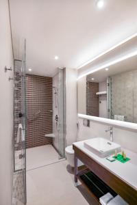A bathroom at Hyatt Place Dubai Wasl District Residences