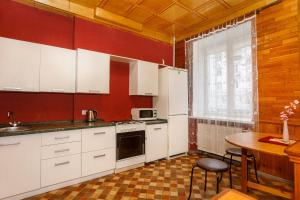 A kitchen or kitchenette at Apartment on Lenin Avenue