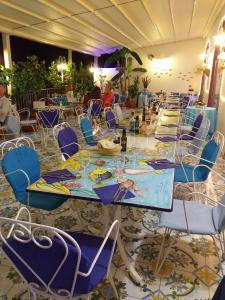 A restaurant or other place to eat at Hotel Villa Bellavista