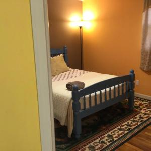 A bed or beds in a room at Beautiful Room 4 mins from JFK and 15 mins from LaGuardia Airports
