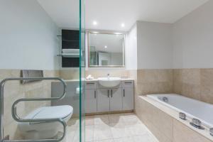 A bathroom at Avani Metropolis Auckland Residences