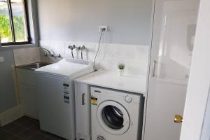 A bathroom at Blue Wren BnB Bathurst